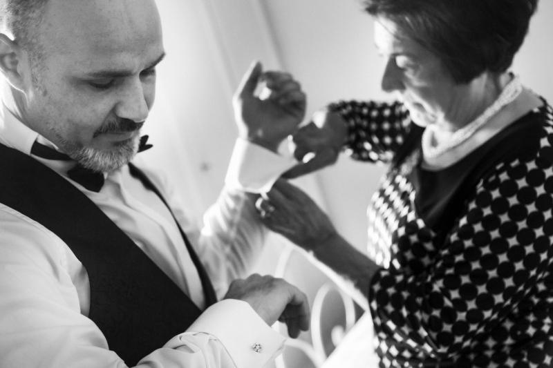 preparativi sposo fotografo di matrimonio pistoia